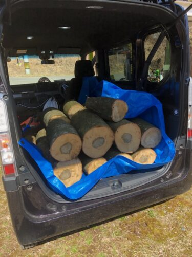 ピラーレスで薪も積み込み易いです